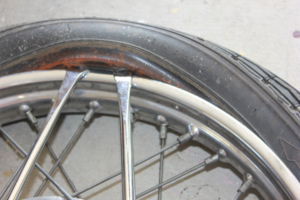 Replacing motorcyle tyre